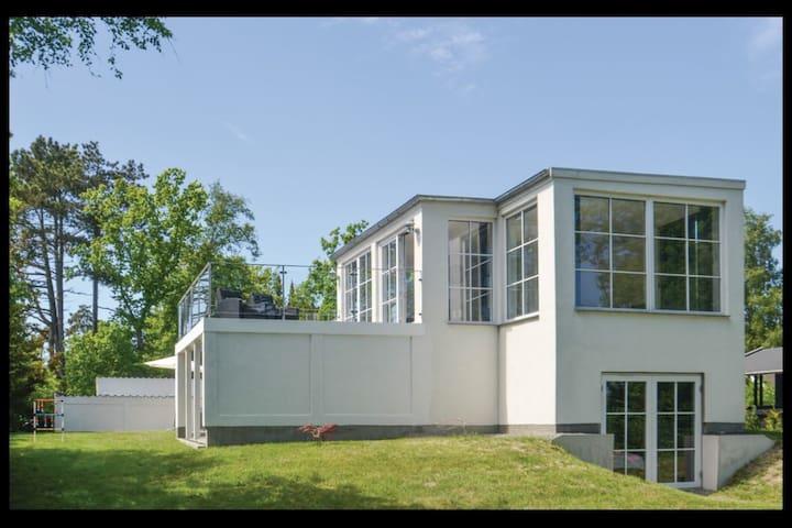 Villa i 1 række til Marielyst sandstrand.