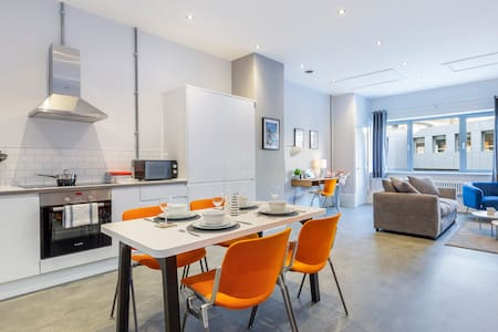 Spacious & modern apartment in the city centre