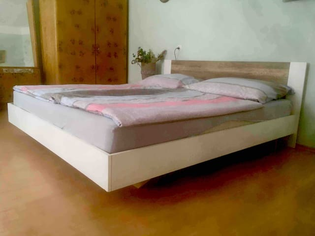 Comfortable Grand King bed (180 x 200 cm), including bed linen and sheets).