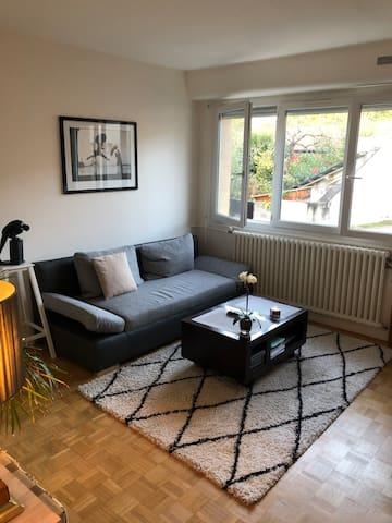 Chambre chaleureuse et accueillante