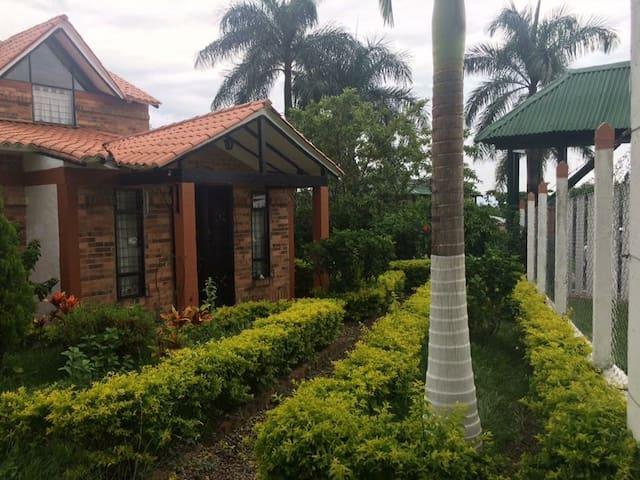 Casa de descanso con Jacuzzi en Chinauta