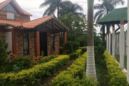 Casa de descanso con Jacuzzi en Chinauta - Chinauta - Hus