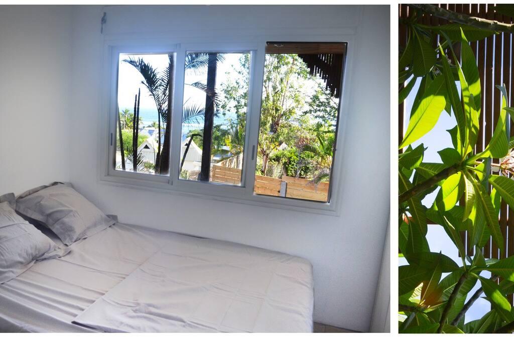 La chambre 1 avec lit double et vue mer
