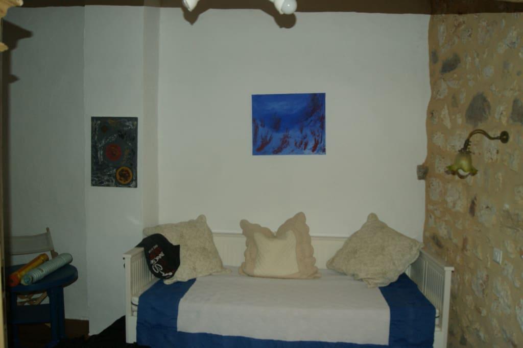 2. Schlafzimmer mit ausziehbarem Bett und Einzelbett