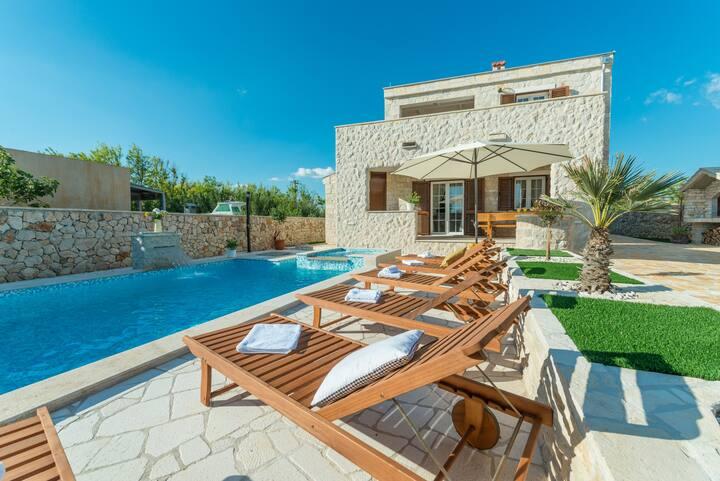 Villa Sole - Villa with pool,  near the sand beach