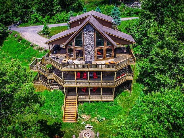 Huge mountain chalet w/ hot tub, game tables, large spacious decks!