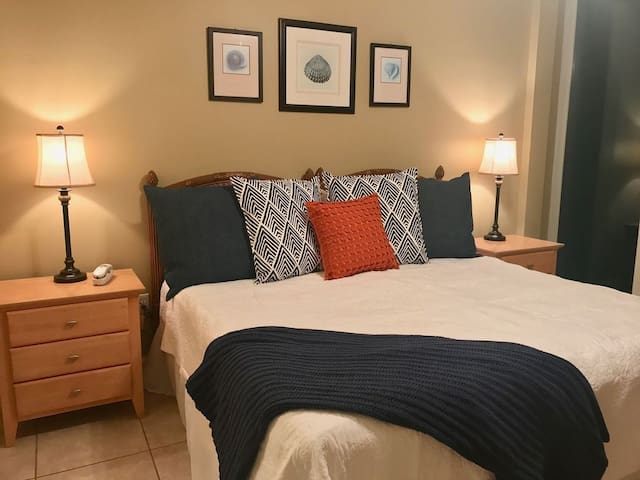~Flash Sale~Extra Large Balcony 2/2~ Sleeps 8  Welcome to Lighthouse!