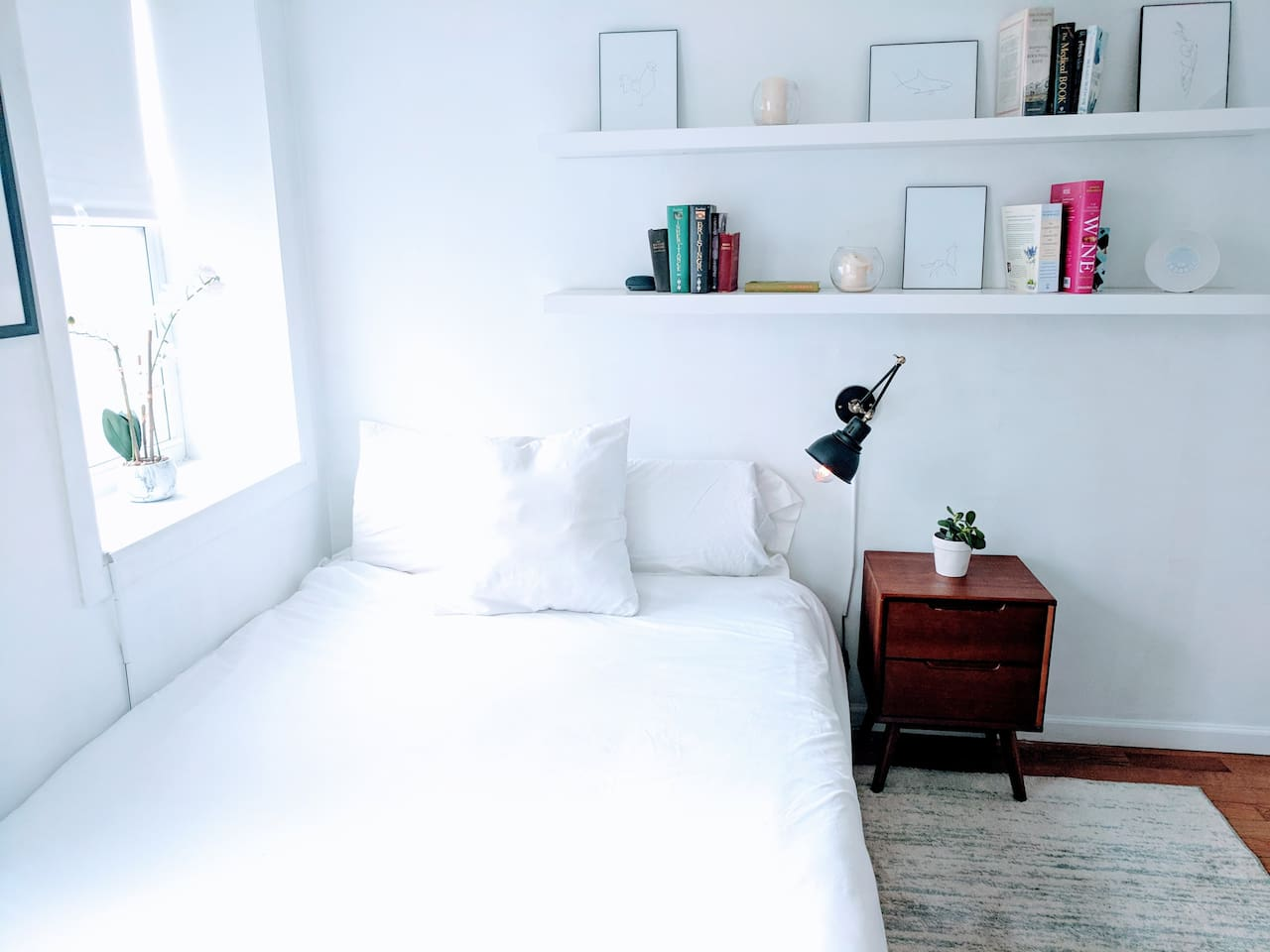 Beautiful, ground-floor room near Central Park and Museum Mile. Comfy, queen-sized bed with soft sheets. Reading light and drawer space with a projector and Netflix/Hulu.