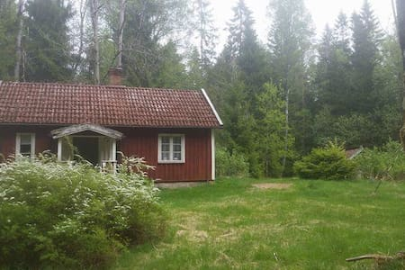 eine Hütte im Wald - Vänersborg V