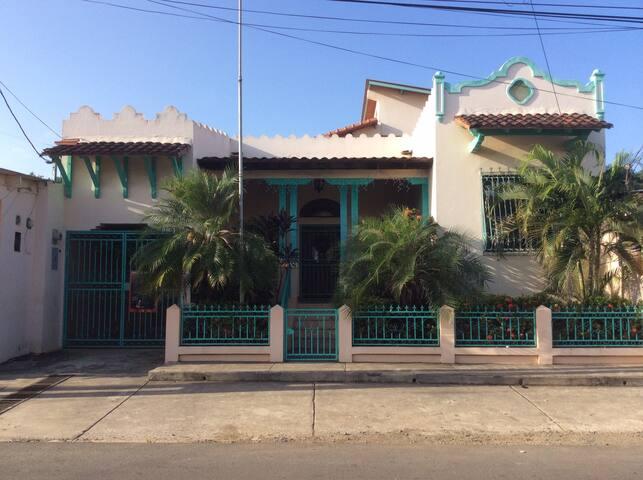 la Casa de los Vientos - La Villa de los Santos - Casa
