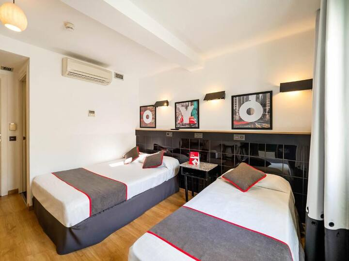 Superior Double Room in OYO Hostal Athenas