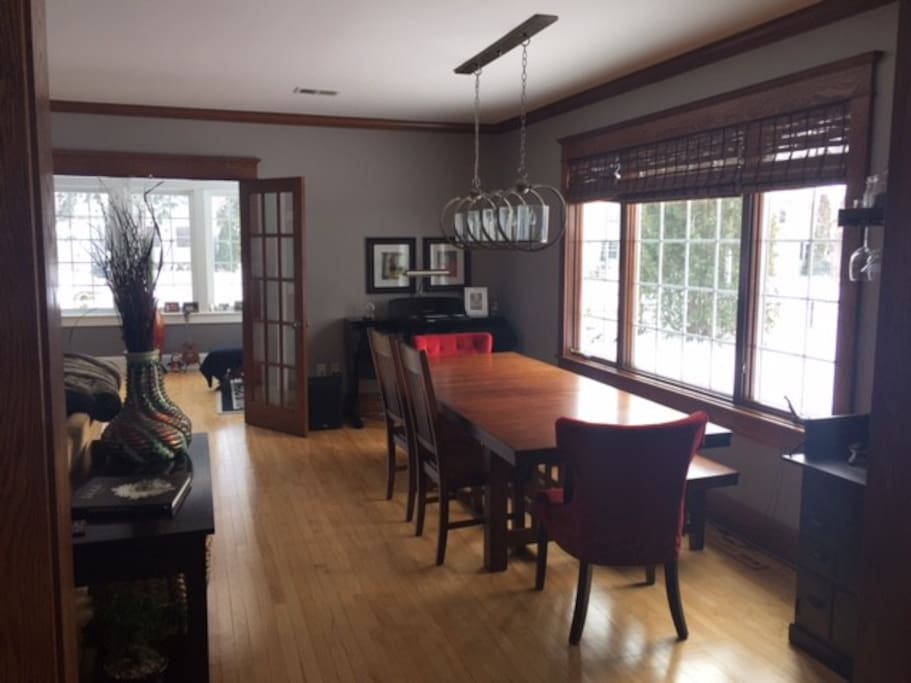 Dining room and Piano