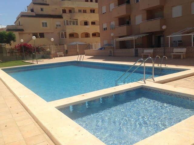 2  Bedroom Apartment, Pool, 15 minute to y - Torrevieja - Huoneisto