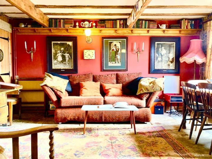 The Writers Cottage -  Intriguing & Romantic