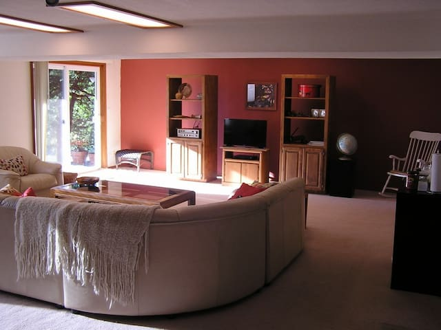"""Extra-large living room with 32"""" flat screen TV"""