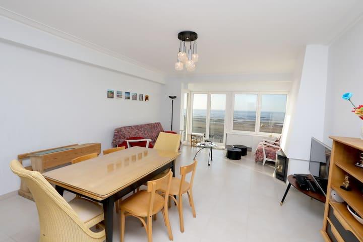 Appartement met ruime living en frontaal zeezicht - Oostende - Appartement