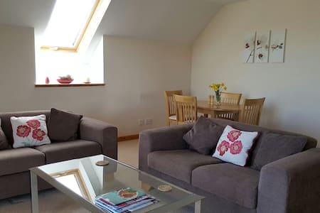Modern apartment in quiet picturesque setting - Moray - Leilighet