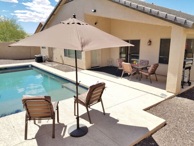 Private Pool, 4 bedroom. Setup for fun in the Sun!