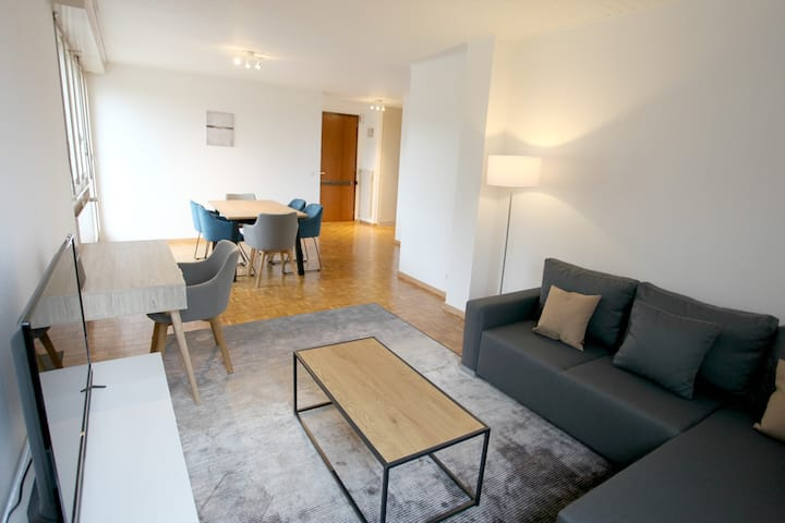 ✮Free Parking✮ Budget Apartment for 4, 15' to DT!