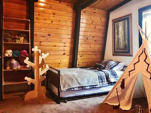 Sherwood Lodge - Peaceful getaway, great location.