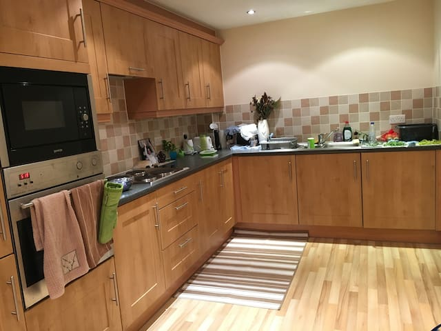 Newly furnished double bedroom close to hospital - Blackpool - Apartament