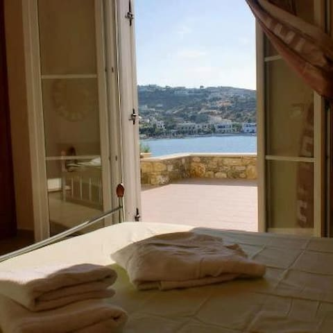 Amazing view,private beach,beautiful home - Agia Marina - Apartment