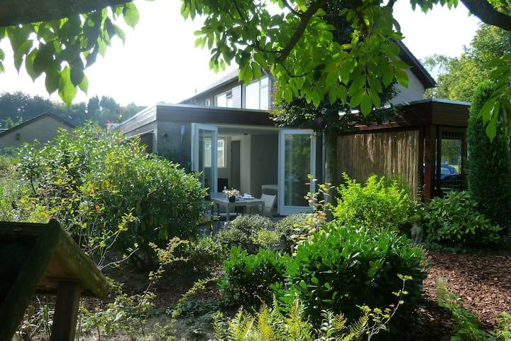 Studio met veel privacy en eigen tuin