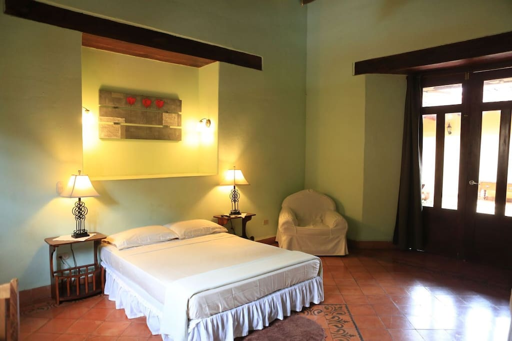 We recommend this suite for those who during their vacations have to spend some time to work, with enough space to improvise a small office. The Garden Suite has a queen size bed, desk, couch, private bathroom, TV with apple tv, high quality wireless internet, walk in closet and safe.