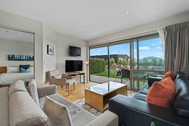 Modern 2 bedroom apartment in Wanaka - w/Netflix!