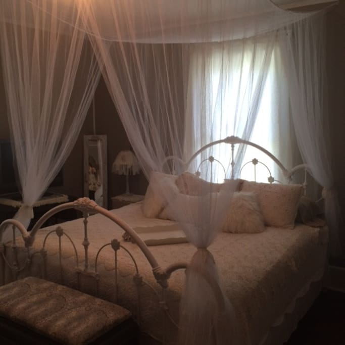 Heavenly Hideaway King Canopy Bed