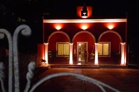 """Casa Escalante """"En el corazón de Yucatán"""""""