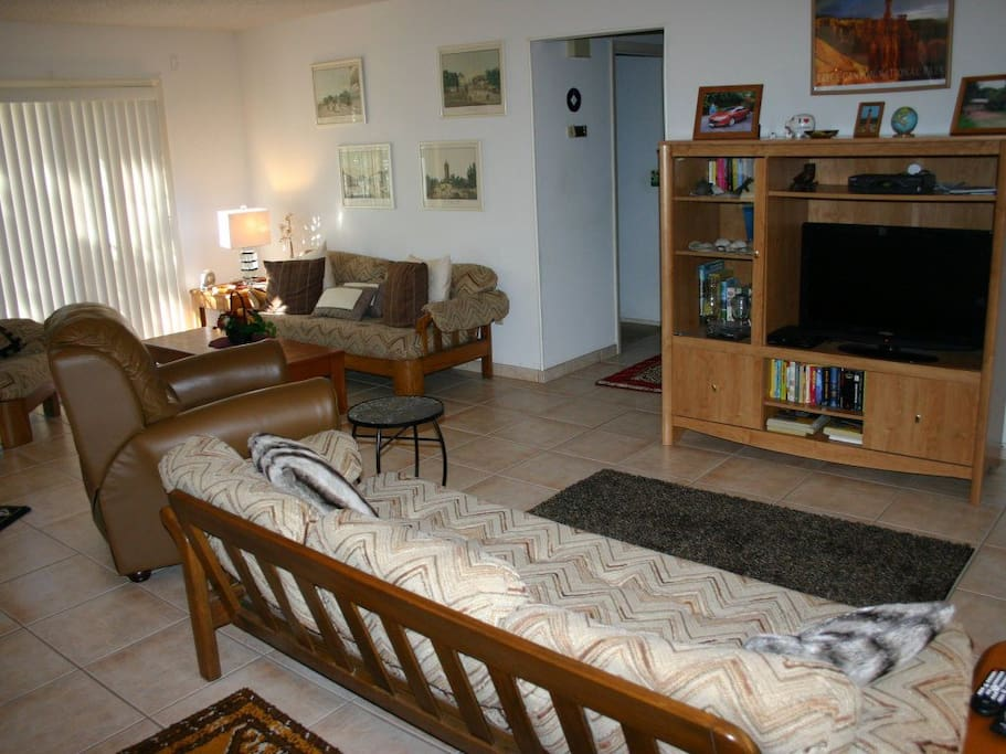Entertainment Center,Indoors,Living Room,Room,Furniture