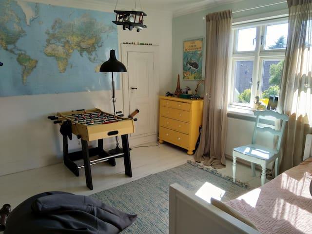 Bedroom upstairs, single bed