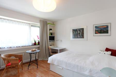 Feel good in a pretty room 20 min. from Frankfurt - Kronberg