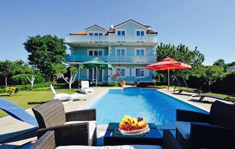 Luxury villa  CATIPOVIC with pool - Dicmo - Huis