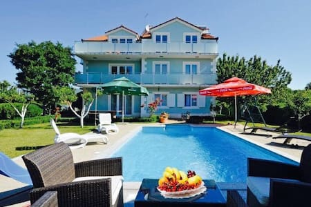 Luxury villa with pool - Dicmo