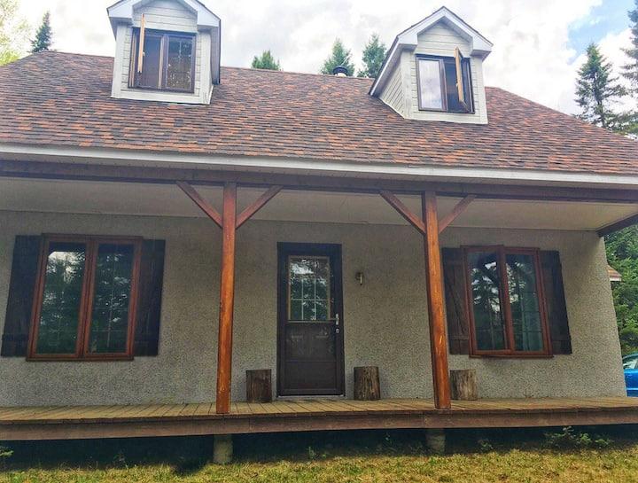 Chaleureuse maison dans un environnement paisible