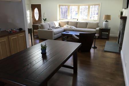 Sunny, welcoming suburban home - Hartsdale