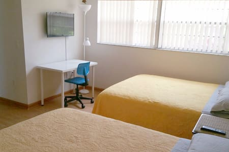 Room w/private bathroom, breakfast included