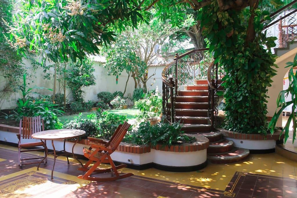 Hotel casa colonial bed and breakfasts for rent in for Terraza de la casa barranquilla domicilios