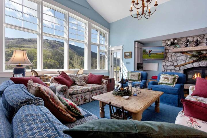3 King Suites! Single Family Home, Perfect for Large Groups, Private Hot Tub, Lg deck w/ Mtn Views!