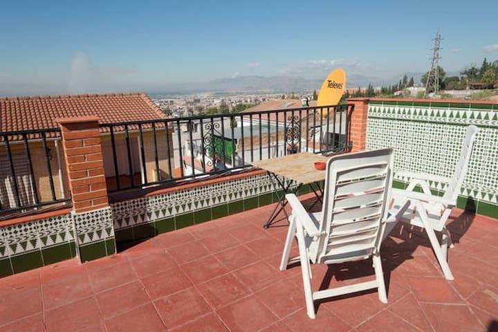 Moroccan house with garage & terrace in nice area - Granada - Casa