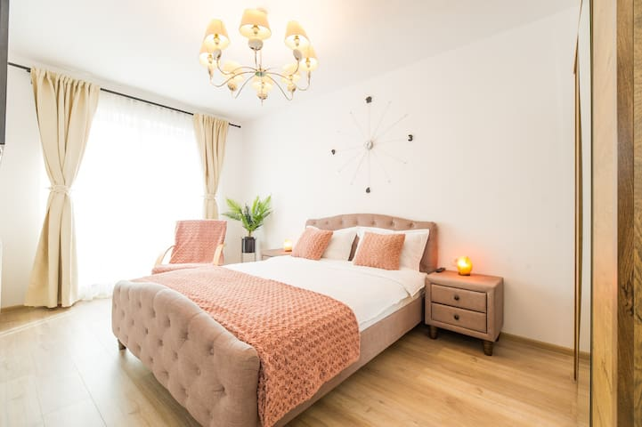 Coresi Exquisite Apartment-Smart lock