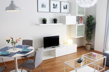 Piso centro tranquilo piscina y garaje VFT/MA/8464 - Malaga - Appartement en résidence
