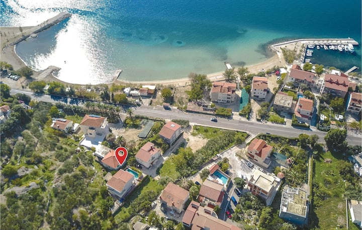 Awesome home in Duce Luka with WiFi and 5 Bedrooms