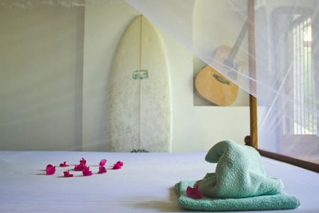 Private double room in Surfing Wombats - Midigama - Hospedaria