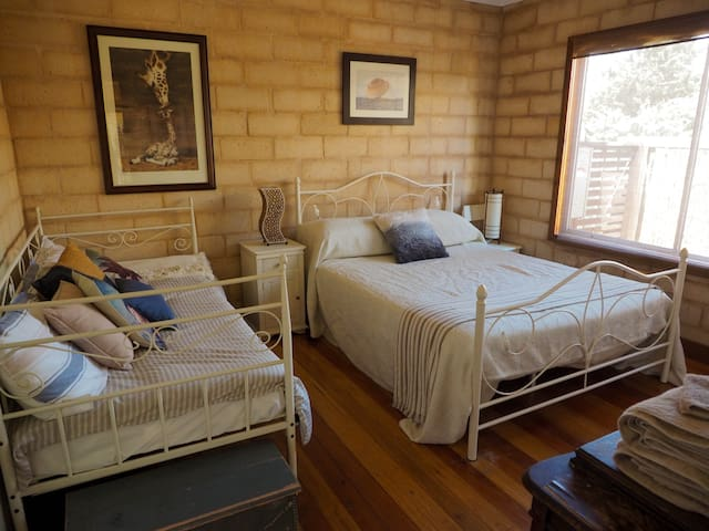 Bedroom 1 - Queen bed and full-sized single daybed. Built in robe.