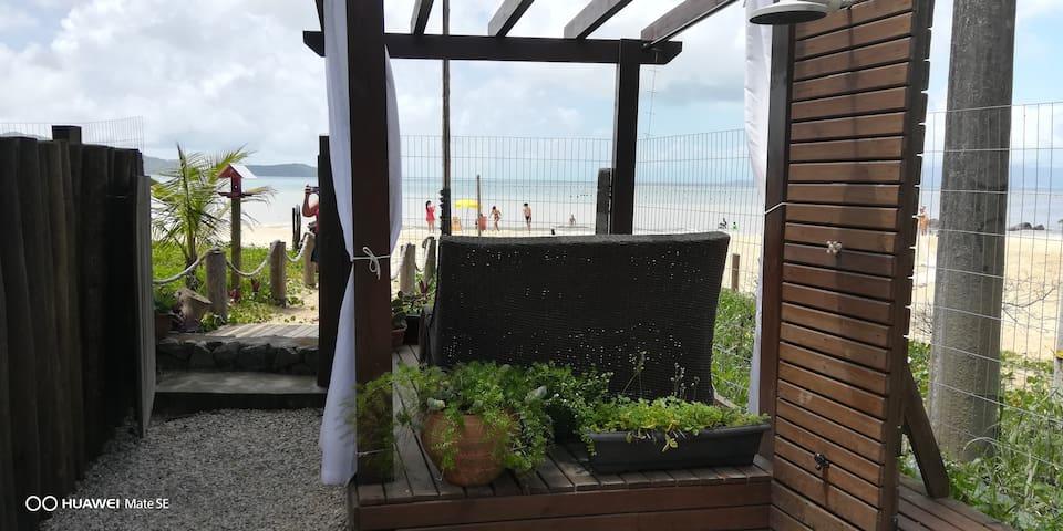 CASA#2, FRENTE MAR,LATERAL - Bombinhas Pé na Areia