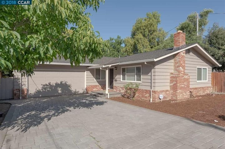 Remodeled 3-bdrm house BART SFO last min discount
