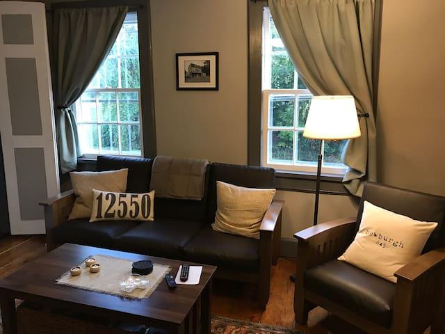 #2, Quaint Private Apartment in Historic Building